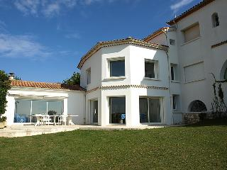 4 bedroom Villa in Vaux Sur Mer, Poitou Charentes, France : ref 2011889 - Pontaillac vacation rentals