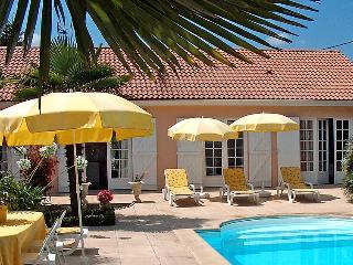 4 bedroom Villa in Ludon Medoc, Gironde, France : ref 2011928 - Ludon-Medoc vacation rentals