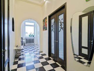 2 BEDROOM CENTRAL CITY APARTMENT LUXURY ECONOMY - Saint Petersburg vacation rentals