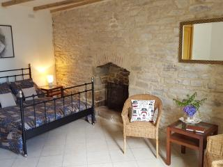 Maison Ancienne Chambre D'hote,St Frances. located in  guilligomarch - Arzano vacation rentals
