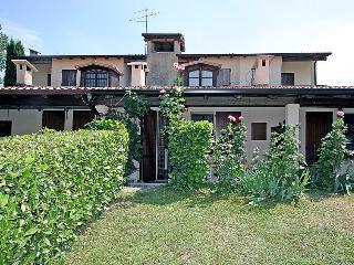 Sunny 2 bedroom Peschiera del Garda House with Television - Peschiera del Garda vacation rentals