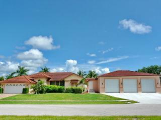 Pet-friendly house w? heated pool, hot tub & short walk to beach - Marco Island vacation rentals