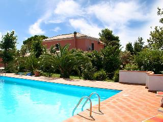 Beautiful 3 bedroom House in Città Sant'Angelo with Television - Città Sant'Angelo vacation rentals