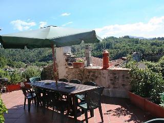 Sunny 6 bedroom Farmhouse Barn in Fivizzano - Fivizzano vacation rentals