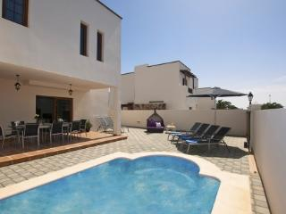 5 bedroom Villa in Costa Teguise, Lanzarote, Canary Islands : ref 2015963 - Costa Teguise vacation rentals