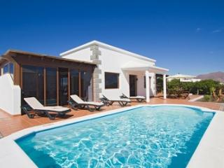 4 bedroom Villa in Playa Blanca, Lanzarote, Canary Islands : ref 2016483 - Yaiza vacation rentals