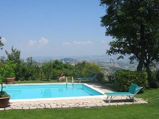 6 bedroom Villa in Collelungo, Nr Todi, Umbria, Italy : ref 2017895 - Acqua Loreto vacation rentals