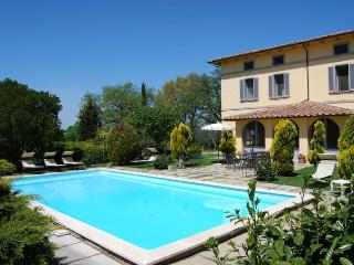 7 bedroom Villa in Chiusi, Umbria, Italy : ref 2020451 - Binami vacation rentals