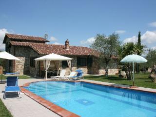 3 bedroom Villa in Castiglione del Lago, Umbria, Italy : ref 2020453 - Piana vacation rentals