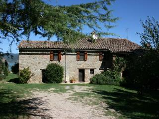 4 bedroom Villa in San Feliciano, Umbria, Italy : ref 2020536 - Monte del Lago vacation rentals