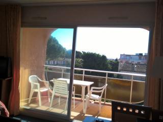 beau studio de vacances , piscine , 5 min mer - Golfe-Juan Vallauris vacation rentals