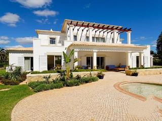 4 bedroom Villa in Alvor, Algarve, Portugal : ref 2022222 - Figueira vacation rentals