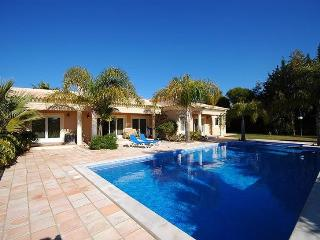 Villa in Santa Barbara de Nexe, Algarve, Portugal - Bordeira vacation rentals