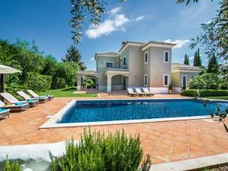 5 bedroom Villa in Quinta Do Lago, Algarve, Portugal : ref 2022243 - Almancil vacation rentals