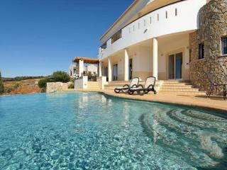 5 bedroom Villa in Lagos, Algarve, Portugal : ref 2022293 - Mexilhoeira Grande vacation rentals