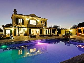 4 bedroom Villa in Tavira, Algarve, Portugal : ref 2022383 - Fuzeta vacation rentals