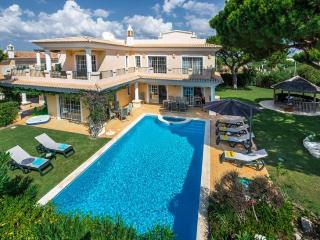 4 bedroom Villa in Vale do Lobo, Algarve, Portugal : ref 2022416 - Vale do Garrao vacation rentals