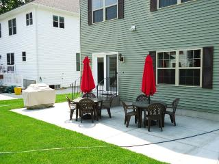 Lovely 3 bedroom House in South Haven with Dishwasher - South Haven vacation rentals