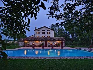 7 bedroom Villa in Rovolon, Padua, Italy : ref 2022834 - Rovolon vacation rentals