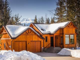 Mountain Gate Lodge: 2kms to the ski hill - Revelstoke vacation rentals