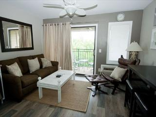 Seaside Villa 304 - 1 Bedroom 1 Bathroom Oceanside Flat  Hilton Head, SC - Hilton Head vacation rentals