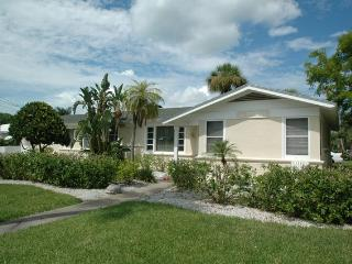 Carlouel Cottage 975 Carlouel Cottage 975 | Clearwater Beach - Clearwater Beach vacation rentals