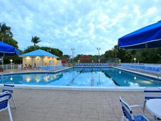 Key Largo Suites, Standard One Bedroom Oceanview Suite 10% Discount for booking between 1/8 - 2/9/2017 get this deal til Jan 13 - Key Largo vacation rentals