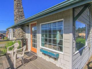 Charming, colorful 2-bedroom sleeps 6, sports a hot tub, and puts you steps f - Lincoln City vacation rentals