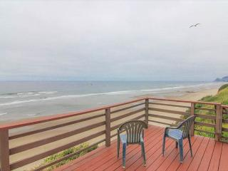 Rustic, Romantic Cottage Soars Above the Ocean - Lincoln City vacation rentals