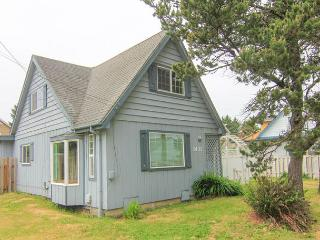 Walk to the Outlet Mall and Enjoy Hot Tub and Game Room Fun! - Lincoln City vacation rentals