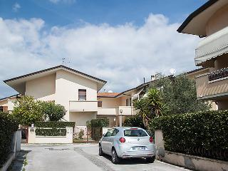 Beautiful 2 bedroom House in Torre del Lago Puccini - Torre del Lago Puccini vacation rentals