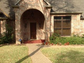 CozyStay at Terrace Oaks, Great Location - Fort Worth vacation rentals