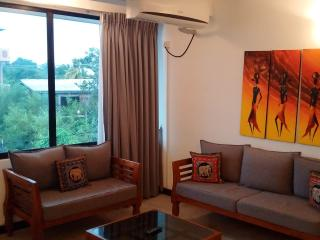 Cozy Condo with High Chair and Kettle - Moratuwa vacation rentals