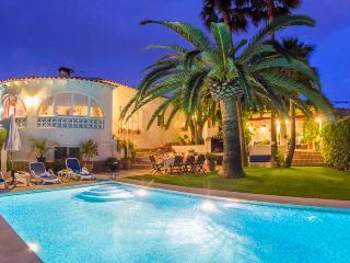 4 bedroom Villa in Calpe, Costa Blanca, Spain : ref 2031749 - La Llobella vacation rentals