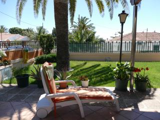 Sunny cottage close to the beach - Alcanar vacation rentals