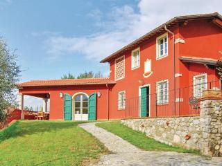 3 bedroom Villa in Camaiore, Tuscany Coast, Versilia, Italy : ref 2037419 - Nocchi vacation rentals