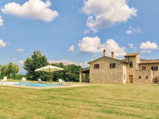 4 bedroom Villa in Gualdo Cattaneo, Umbria, Perugia, Italy : ref 2037638 - Saragano vacation rentals