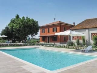 4 bedroom Villa in Lendinara, Veneto, Veneto Countryside, Italy : ref 2037717 - Lendinara vacation rentals
