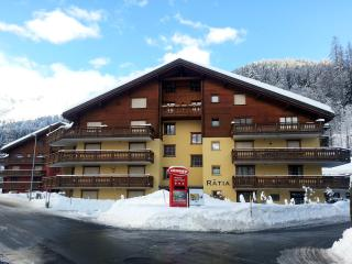 Ski Apartment To Rent: Haus Rätia, Klosters Platz - Klosters Platz vacation rentals