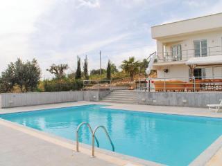 4 bedroom Villa in Aragona, Sicily, Sicily, Italy : ref 2039102 - Aragona vacation rentals