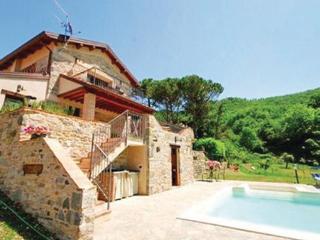 2 bedroom Villa in Fivizzano, Tuscany, Lucca, Italy : ref 2040112 - Fivizzano vacation rentals