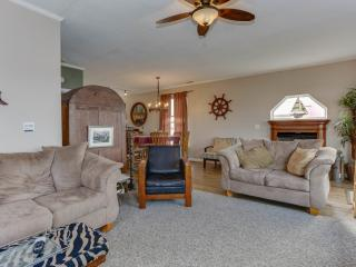 *Waterfront**10 Mile View**Hot Tub**Pet Friendly** - Norfolk vacation rentals