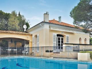 4 bedroom Villa in Saint Maxime, Cote D Azur, Var, France : ref 2041207 - Les Issambres vacation rentals
