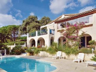 4 bedroom Villa in Les Issambres, Cote D Azur, Var, France : ref 2041288 - Les Issambres vacation rentals