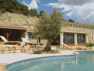 6 bedroom Villa in La Tuiliere, Provence drOme ardEche, Vaucluse, France : ref 2041825 - Roussillon vacation rentals