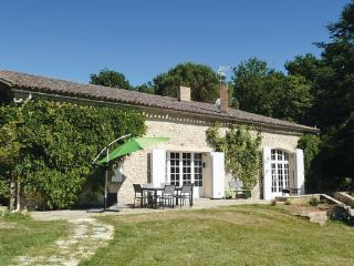 4 bedroom Villa in Monsegur, Aquitaine, Gironde, France : ref 2041887 - Monsegur vacation rentals