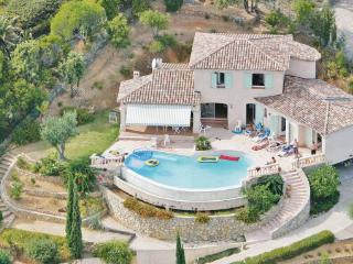 4 bedroom Villa in Cavalaire, Cote D Azur, Var, France : ref 2041991 - Cavalaire-Sur-Mer vacation rentals