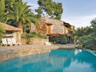 2 bedroom Villa in Carqueiranne, Cote D Azur, Var, France : ref 2042590 - Carqueiranne vacation rentals