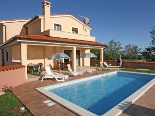 4 bedroom Villa in Pula Krvavici, Istria, Pula, Croatia : ref 2042801 - Divsici vacation rentals