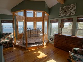 Charming 3 bedroom House in Saint Ignace with Deck - Saint Ignace vacation rentals
